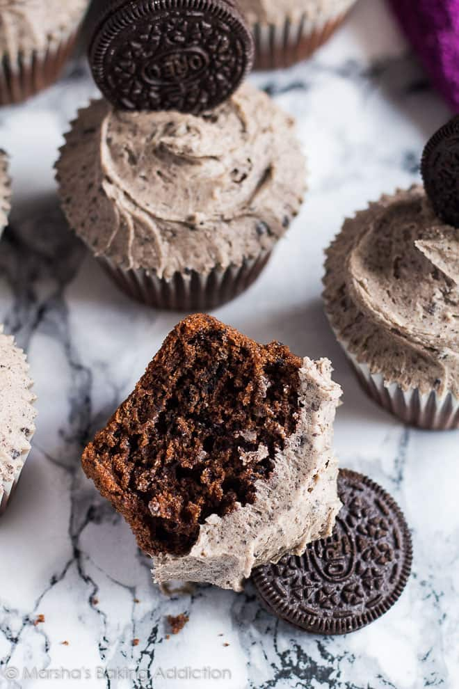 Chocolate Oreo Cupcakes | marshasbakingaddiction.com @marshasbakeblog