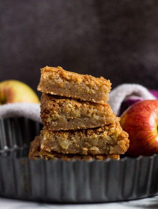 Apple Cinnamon Blondies | marshasbakingaddiction.com @marshasbakeblog