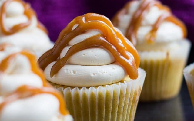 Salted Caramel Cupcakes | marshasbakingaddiction.com @marshasbakeblog