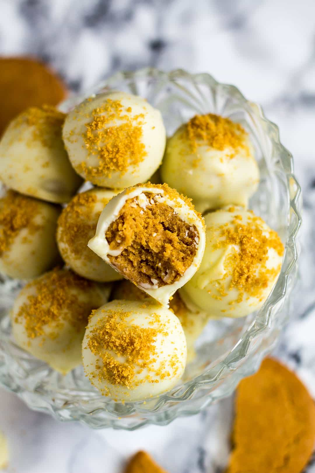 Pumpkin Gingerbread Truffles - Deliciously creamy pumpkin truffles loaded with ginger biscuit crumbs, and coated in white chocolate! | marshasbakingaddiction.com | @marshasbakeblog